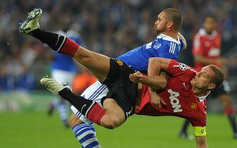 Im Champions-League-Halbfinale steht das Rückspiel zwischen Manchester United und Schalke 04 an. Die Königsblauen müssen im Old Trafford ran. Auch Nemanja Vidic (unten) und Edu werden wieder mit dabei sein. Keine leichte Aufgabe für Schalke, zumal...