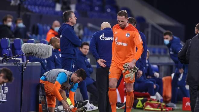 Ralf Fährmann musste gegen den BVB schon in der ersten Halbzeit verletzt seinen Kasten räumen