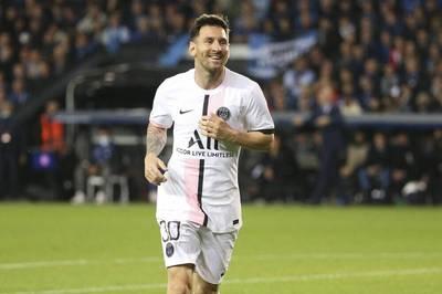 Aus finanziellen Gründen musste Lionel Messi den FC Barcelona verlassen. Doch auch bei seinem neuen Klub PSG verdient der Argentinier offenbar mehr als ordentlich.