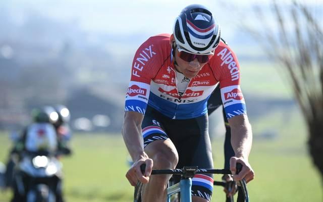 Mathieu van der Poel gewinnt die Strade Bianche
