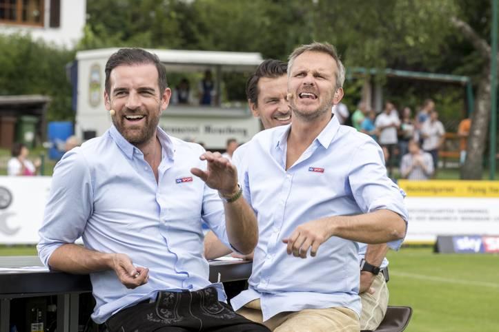 """Es war das bestimmende Thema des Wochenendes: Dietmar Hamann (r.) hatte in seiner Funktion als Sky-Experte Bayern-Stürmer Robert Lewandowski vorgeworfen, in großen Spielen """"etwas schuldig zu sein"""". Er prognostizierte gar, der Pole können zum """"Problem"""" der Münchner werden"""