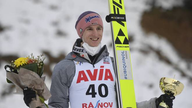 Karl Geiger war erleichtert nach seinem dritten Platz beim Skispringen in Rasnov