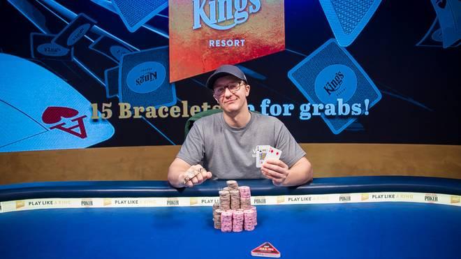 Kahle Burns gewann sein erstes WSOP-Bracelet
