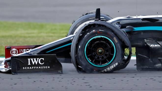 Mit einem kaputten Reifen überquerte Lewis Hamilton am vergangenen Sonntag als Erster die Ziellinie bei seinem Heim-GP.
