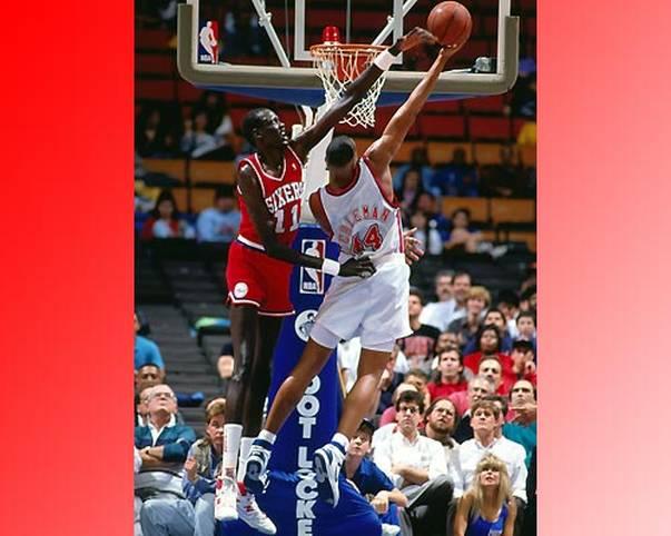 Manute Bol, der im Juni 2010 starb, hält mit 15 Blocked Shots in einem Spiel (beim 111:103-Heimsieg im Januar 1986 gegen die Atlanta Hawks) den Rookie-Rekord und ist der einzige Spieler, der dies Zeit seiner NBA-Karriere zweimal schaffte