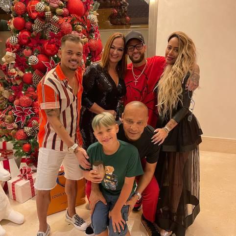 Weihnachten in Zeiten von Corona ist für alle herausfordernd - auch die Sportstars. SPORT1 zeigt, wie diese Weihnachten verbringen. Der heimatverbundene Neymar verbringt die Feiertage zum Beispiel mit seiner Familie