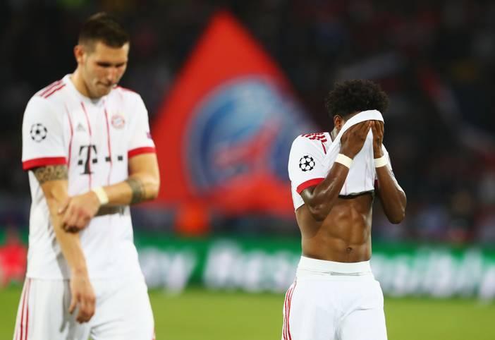 Der FC Bayern kassiert am 2. Spieltag der Champions League eine heftige Pleite bei Paris Saint-Germain. Vor allem defensiv erwischt der deutsche Rekordmeister einen schwarzen Abend, aber auch nach vorne geht wenig. Der FCB in der SPORT1-Einzelkritik