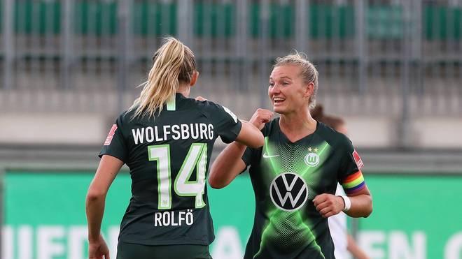 Die Spielerinnen des VfL freuen sich über einen klaren Sieg