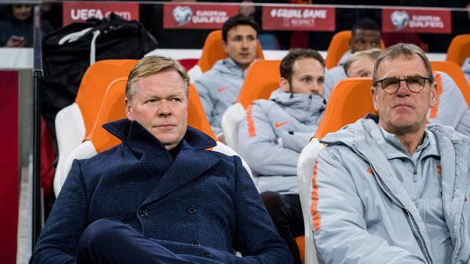 Dwight Lodeweges (r.) war bisher Assistent von Ronald Koeman