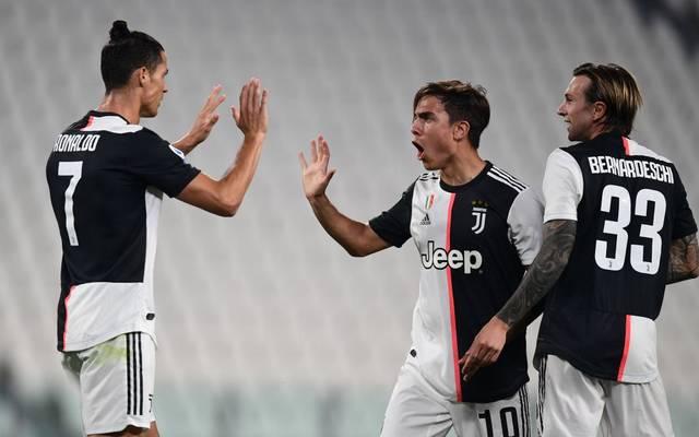Paulo Dybala (Mitte) schließt sich Common Goal an