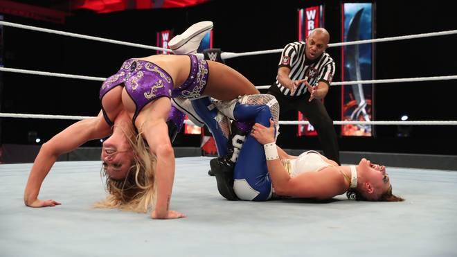 Charlotte Flair (l.) traf bei WWE WrestleMania 36 auf Rhea Ripley