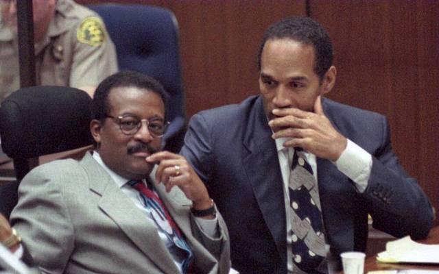 O.J. Simpson und Hauptverteidiger Johnnie Cochran bei dem Prozess 1995
