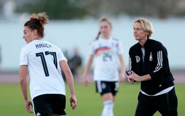 Martina Voss-Tecklenburg (r.) ist Trainerin der deutschen Frauen