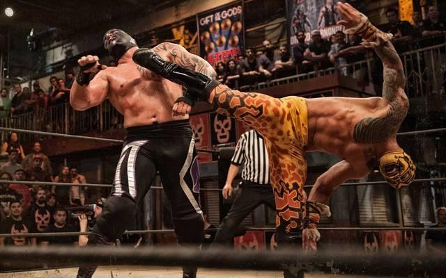 Prince Puma (r., mit Mil Muertes) ist inzwischen bei WWE als Ricochet aktiv