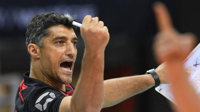 Volleyball-Bundestrainer Andrea Giani jubelt