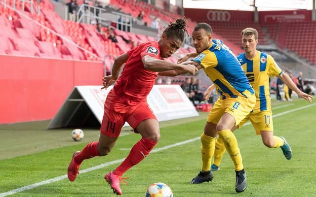 Eintracht Braunschweig (r.) kam gegen Ingolstadt nicht über ein Unentschieden hinaus