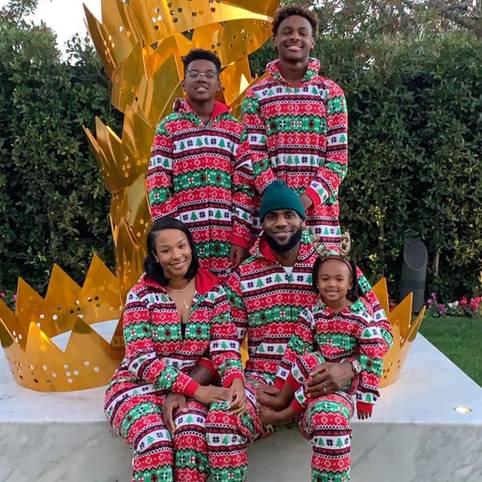 Die James-Gang um NBA-Star LeBron James schickt weihnachtliche Grüße raus