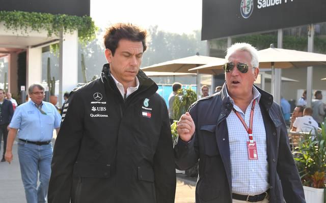 Toto Wolff (l.) und Lawrence Stroll (r.) sind angeblich in Gesprächen bezüglich Aston Martin