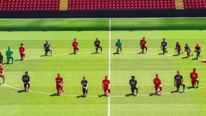 Aus Solidarität gehen die Stars des FC Liverpool auf die Knie
