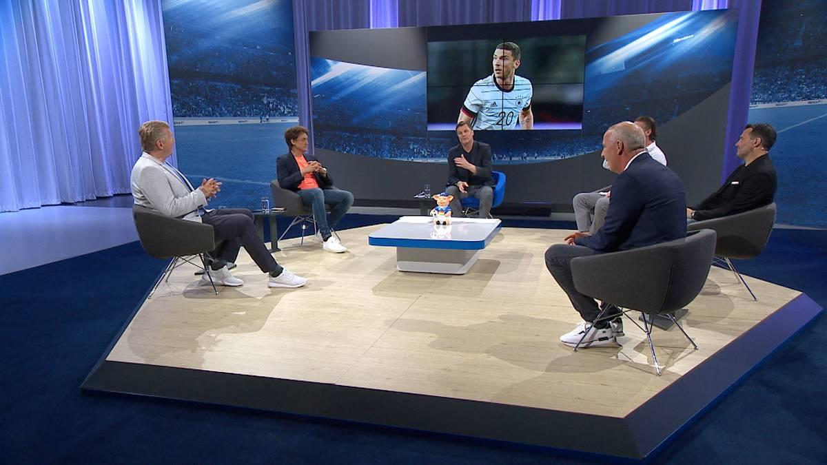 Im EM Doppelpass sind die Experten sowohl begeistert von Robin Gosens' Leistung gegen Portugal, als auch von seiner Persönlichkeit.