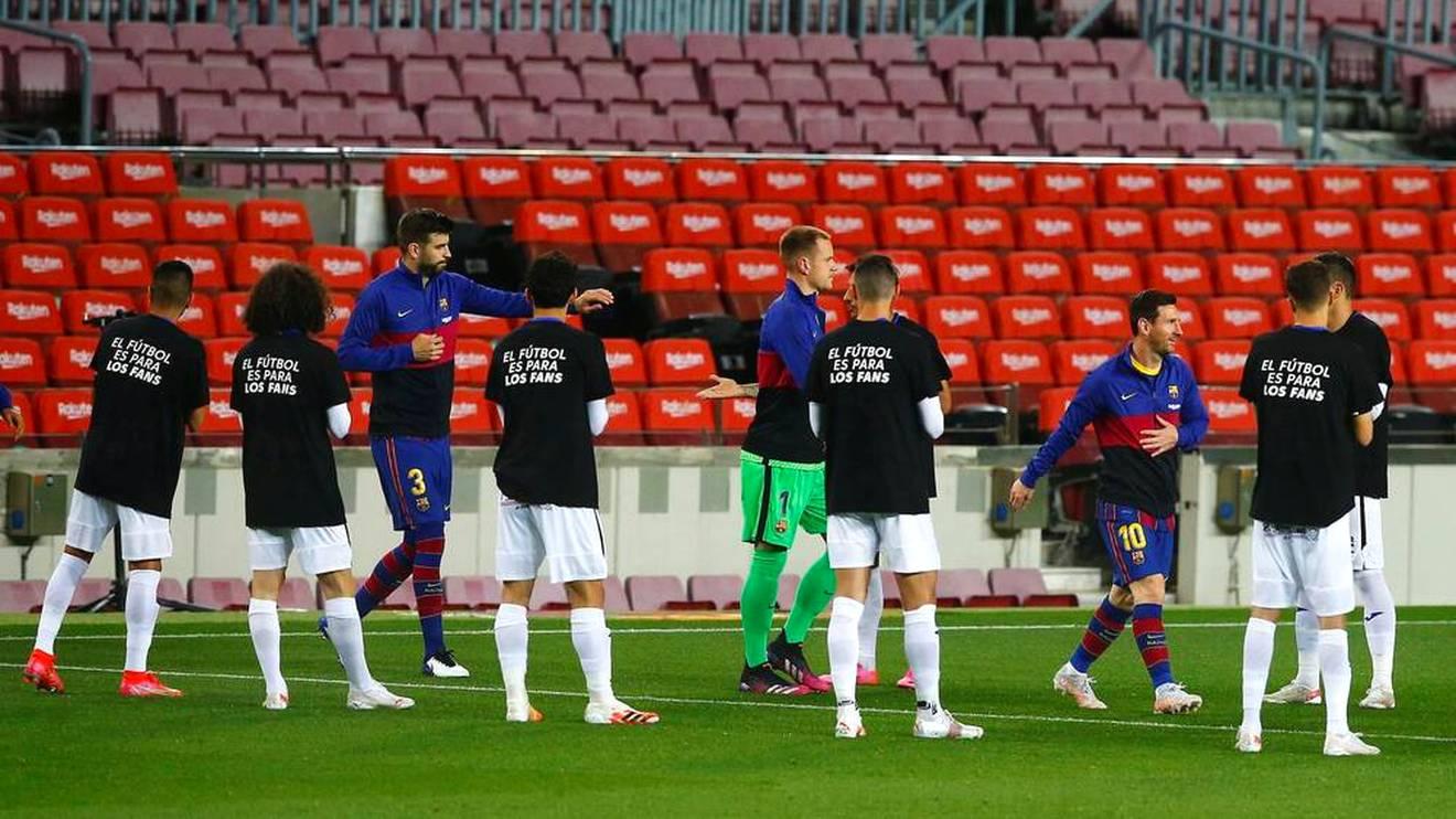 """""""Der Fußball ist für die Fans"""" stand auf dem Rücken der Getafe-Spieler beim Einlauf der Barca-Stars"""