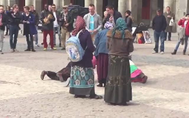 PSV-Fans verhöhnen und erniedrigen Bettler in Madrid