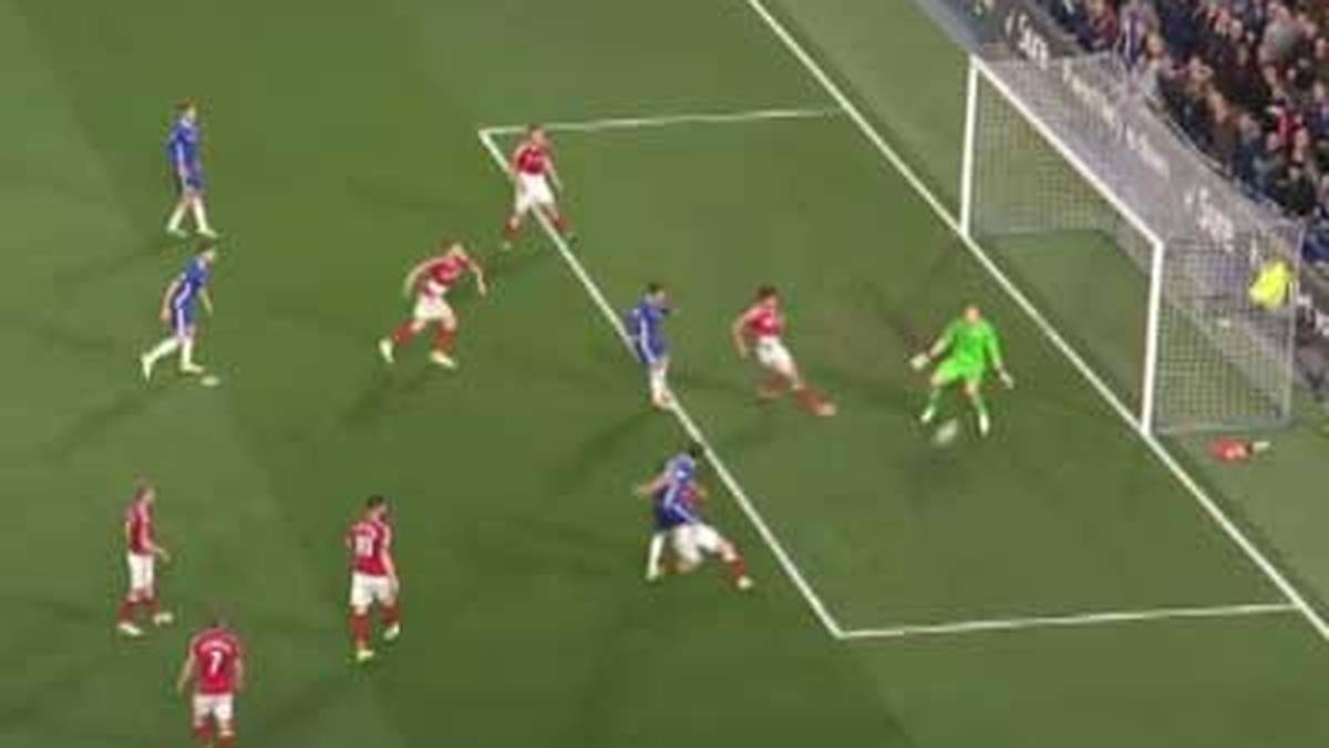 Video: Chelsea fast am Ziel dank Beinschuss-Triple