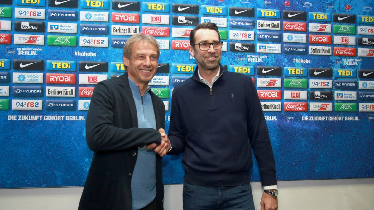 BERLIN, GERMANY - NOVEMBER 27: Juergen Klinsmann, newly appointed head coach of Hertha BSC Berlin, (L) and Manager Michael Preetz pose for the media during a press conference on November 27, 2019 in Berlin, Germany. (Photo by Christian Marquardt/Bongarts/Getty Images)