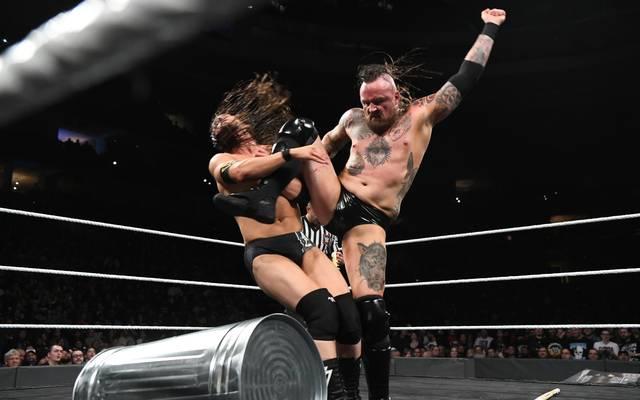Aleister Black (r., mit Adam Cole) wird bei WWE eine große Karriere zugetraut
