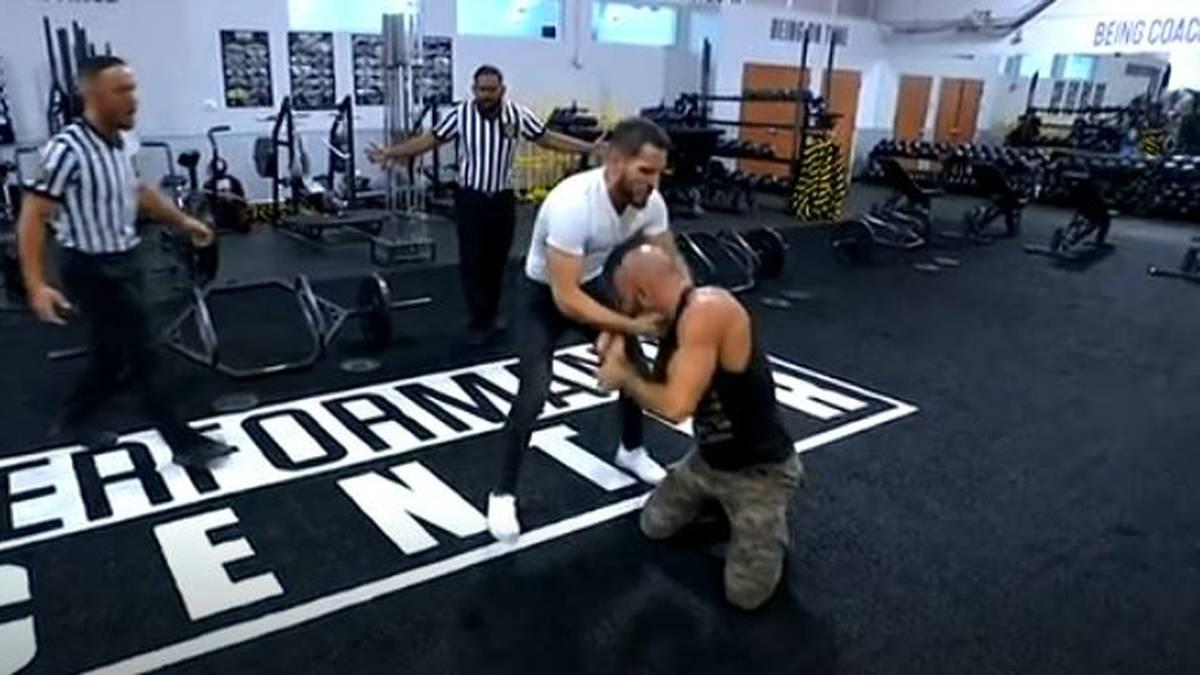 Johnny Gargano (l.) und Tommaso Ciampa nahmen das WWE Performance Center auseinander