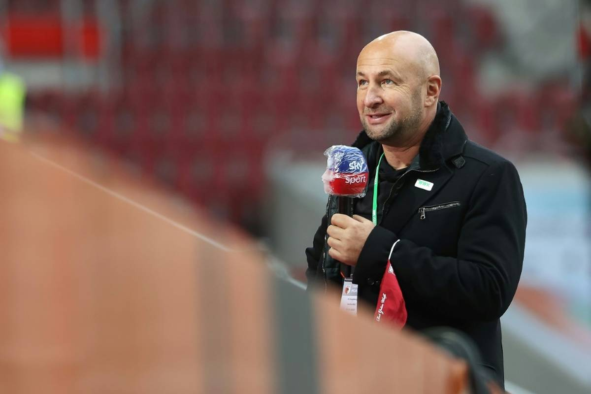 Präsident Klaus Hofmann vom kriselnden Fußball-Bundesligisten FC Augsburg hat Trainer Markus Weinzierl und Manager Stefan Reuter den Rücken gestärkt.