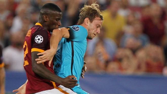 Antonio Rüdiger (links) holte mit dem AS Rom ein Remis gegen Barca