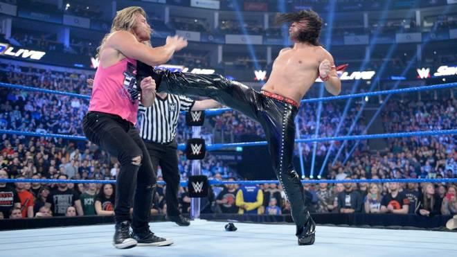 Shinsuke Nakamura (r.) wehrte sich bei WWE SmackDown Live erfolgreich gegen einen Angriff von Dolph Ziggler