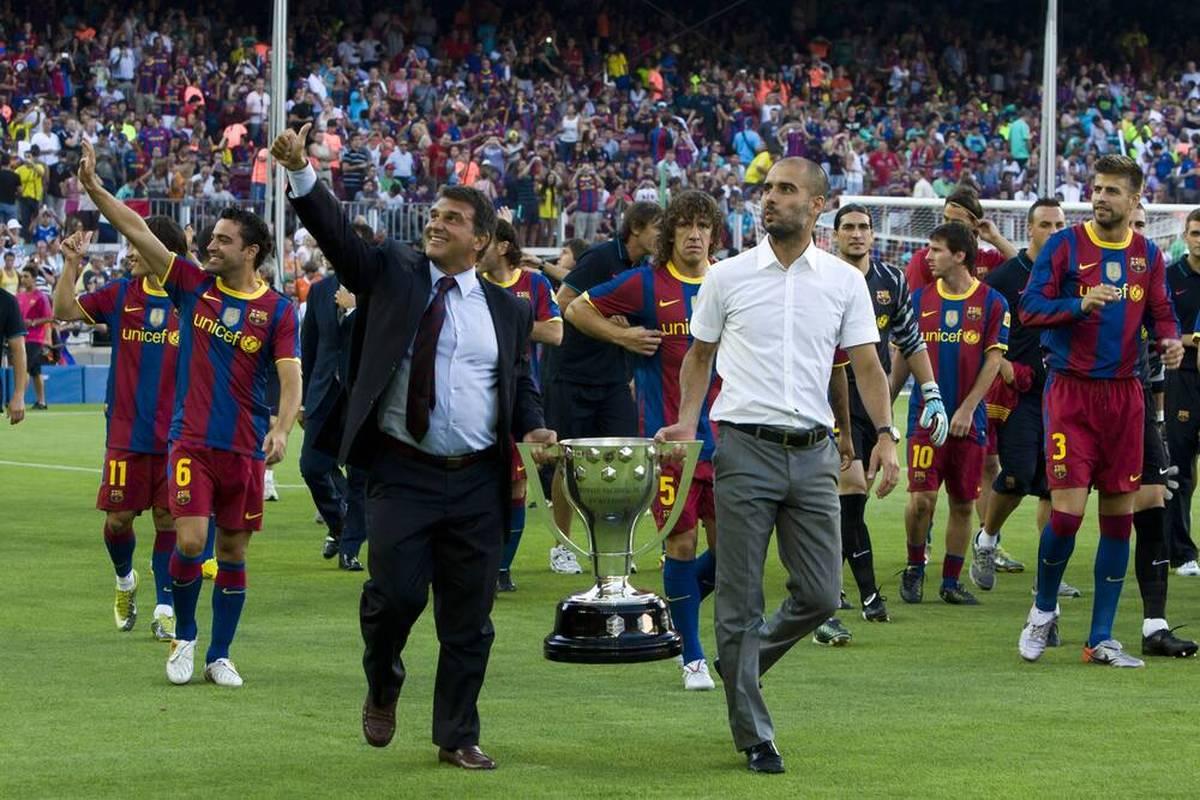 Der FC Barcelona fällt derzeit vor allem mit negativen Schlagzeilen auf. Nun will der Präsident eine lebende Klub-Legende von einer Rückkehr überzeugen.