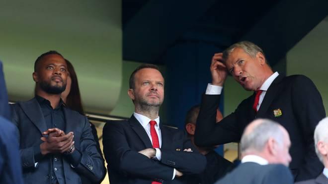 Patrice Evra (l.) hat Manchester United und Ed Woodward (M.) heftig kritisiert