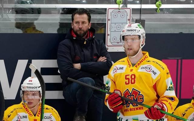Biels Trainer Lars Leuenberger (M.) war richtig sauer auf Schiedsrichter Mark Lemelin