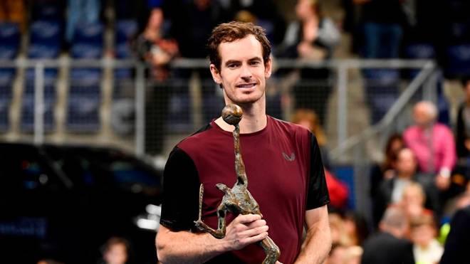 Andy Murray präsentierte in Antwerpen stolz die Siegertrophäe