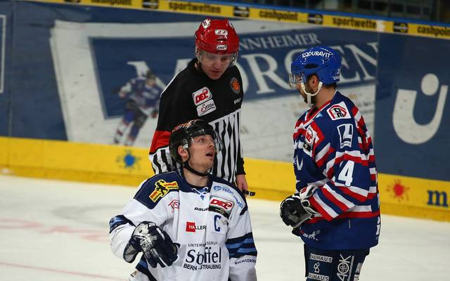 MANNHEIM, GERMANY - JANUARY 26: Sandro Schoenberger (L) of Straubing and Steven Wagner of Mannheim react during the DEL match between Adler Mannheim and Straubing Tigers at SAP Arena on January 26, 2014 in Mannheim, Germany.  (Photo by Alex Grimm/Bongarts/Getty Images)