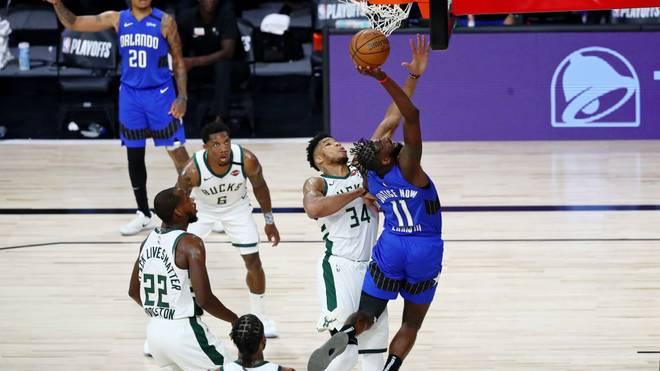 Die Milwaukee Bucks rund um Giannis Antetokounmpo (2.v.r.) mussten gegen die Orlando Magic eine Niederlage hinnehmen