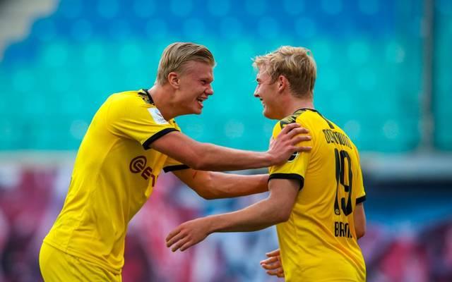 Erling Haaland (l., mit Julian Brandt) stellte einen Rekord für den BVB sicher
