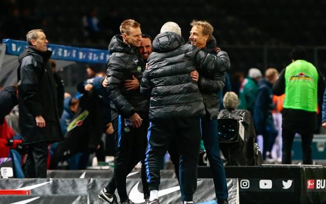 Jürgen Klinsmann bejubelt seinen ersten Sieg als Hertha-Coach