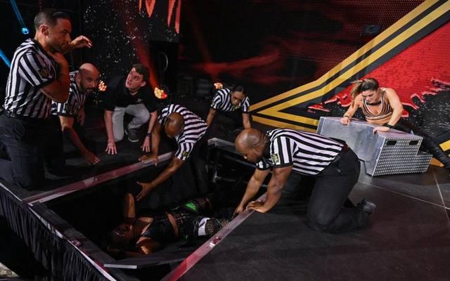 Raquel Gonzalez (r.) besiegte Rhea Ripley bei WWE NXT in einem Last Woman Standing Match