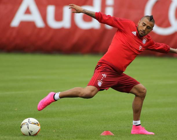 """Mit dem Wechsel von Arturo Vidal zum FC Bayern angeln sich die Münchner wieder einen echten """"Aggressive Leader"""". Der Mittelfeldmann ist kampfstark auf dem Platz, verschafft sich bei den Gegenspielern Respekt und ist außerhalb des Rasens meinungsstark. SPORT1 zeigt die berühmten Vorgänger von Arturo Vidal"""