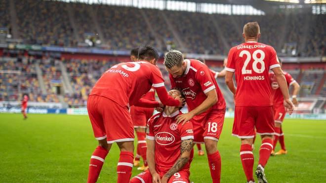 Dawid Kownacki (M.) schoss Fortuna Düsseldorf gegen die Würzburger Kickers zum Sieg