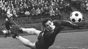Auf dem letzten Rang der Top 10 platziert sich ein Dortmunder Held. Hans Tilkowski kassiert in der Saison 1965/66 548 Minuten lang kein Gegentor in der Bundesliga und ist damit Zehnter