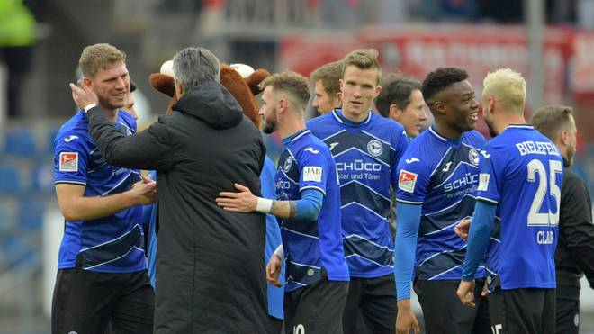 Fabian Klos (l.) traf für Arminia Bielefeld