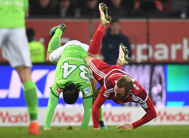 Sechs Spieltage vor Saisonende kämpft noch die halbe Bundesliga gegen den Abstieg. Mit Schalke, Leverkusen und Wolfsburg müssen auch Hochkaräter zittern. SPORT1 beleuchtet die Restprogramme und stellt eine Prognose