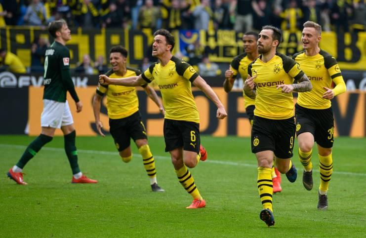 Borussia Dortmund thront wieder an der Spitze der Bundesliga! Der BVB übernahm nach einem 2:0-Sieg gegen den VfL Wolfsburg die Tabellenführung vor dem Duell mit dem FC Bayern am Samstag (FC Bayern - Borussia Dortmund ab 18.30 Uhr im LIVETICKER). Mit einer verhältnismäßig jungen Mannschaft spielt Dortmund immer wieder begeisternden Fußball