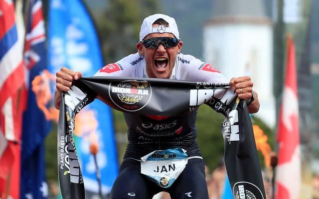 Jan Frodeno jubelt über den dritten Ironman-Sieg seiner Karriere