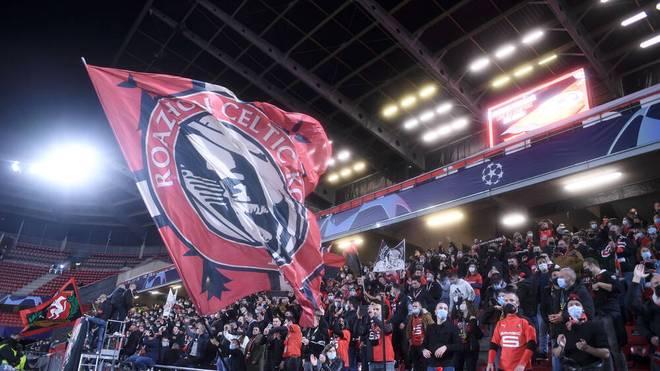 Irre Szenen bei der Partie Stade Rennes gegen Krasnodar in der Champions League: Um einen Mindestabstand schert sich kaum jemand